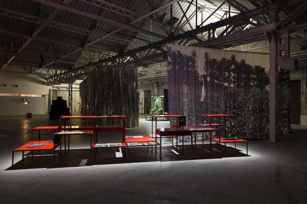 Céline-Condorelli-Veduta-della-mostra-bau-bau-Courtesy-Fondazione-hangarBicocca-Milano-Foto-Agostino-Osio-2_1