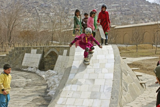 skateistan-girls-tamana-skate-garden-kabul1-sm