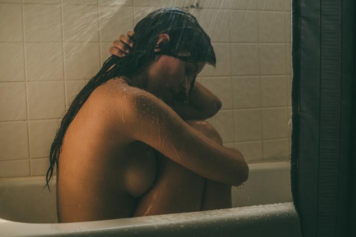 Miranda_shower_02