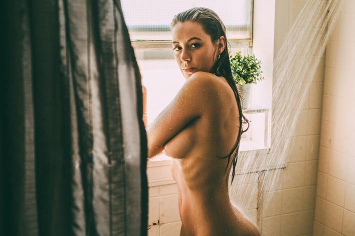 Miranda_shower_07